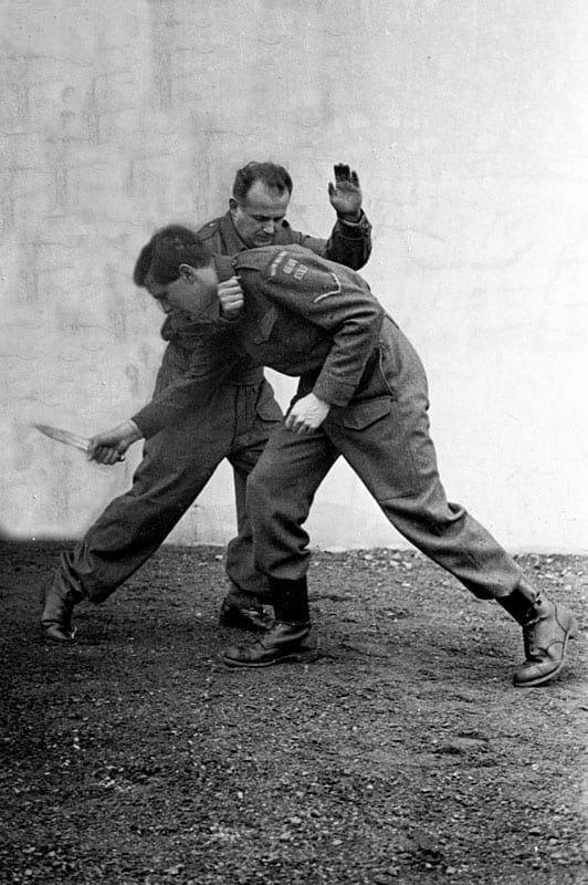 Feldenkrais defending a knife attack